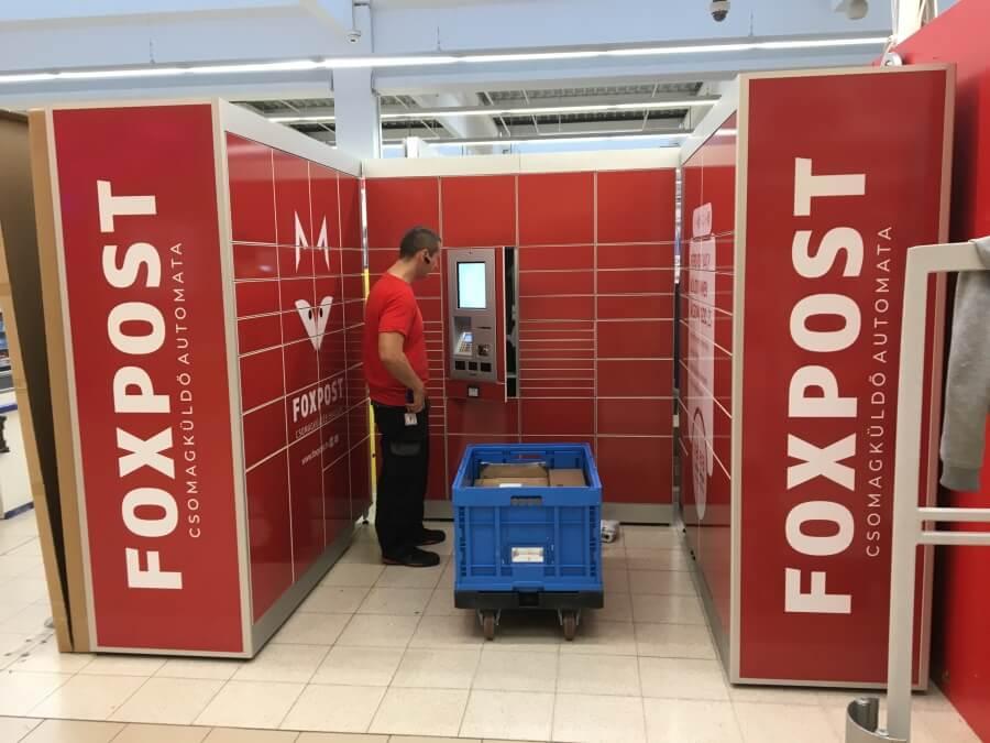Foxpost automaták matricázása országszerte