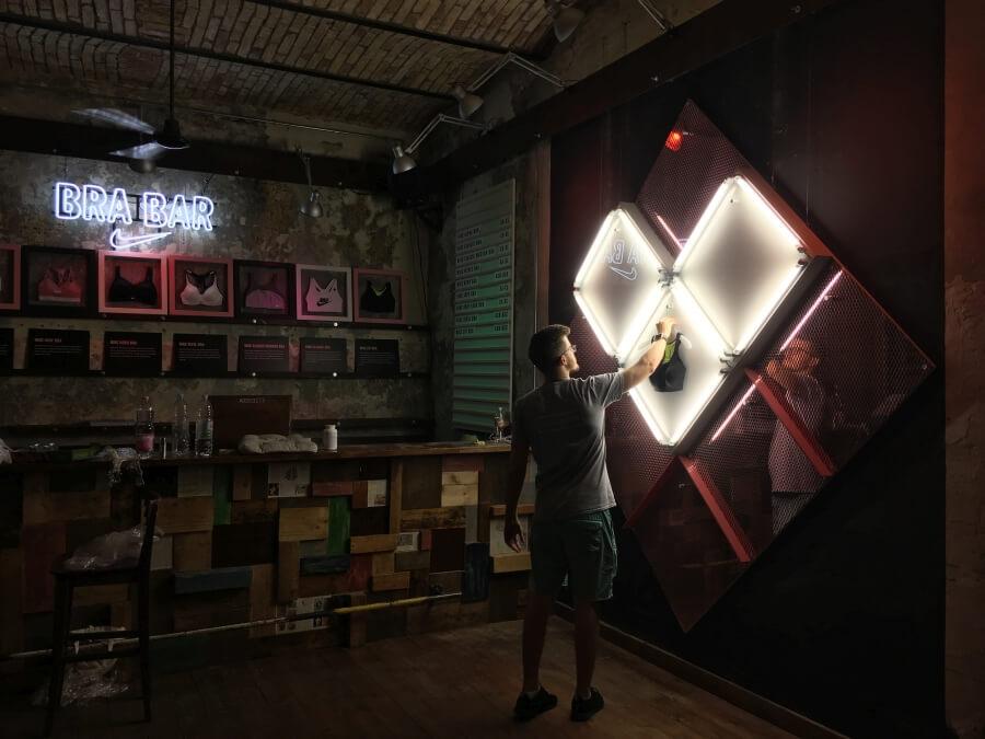Világító installáció - Nike