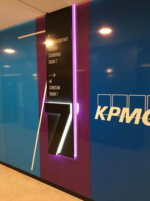 Fólia dekorációk - KPMG