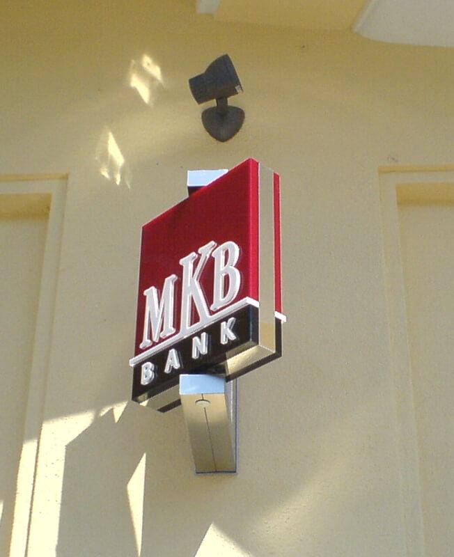 MKB világító forgó logó másolata