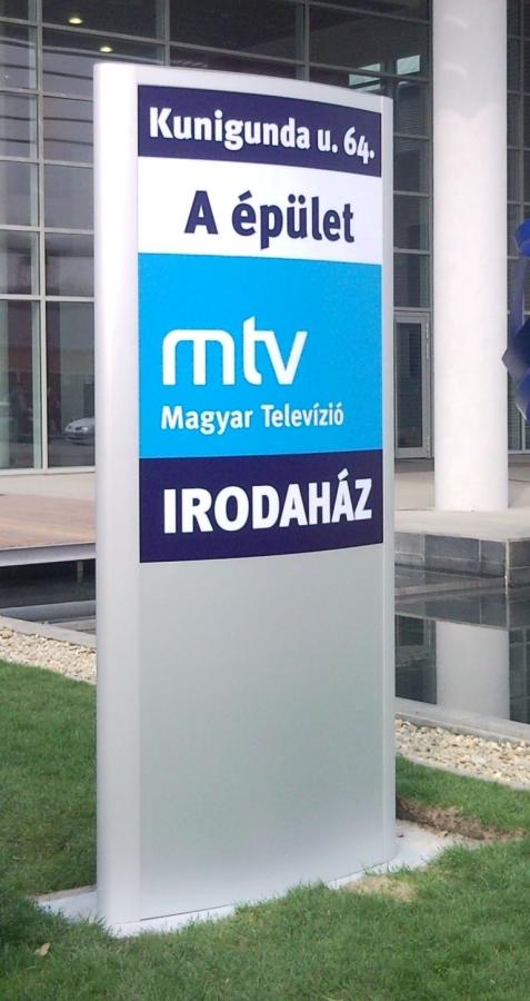 MTV Irodaház totem