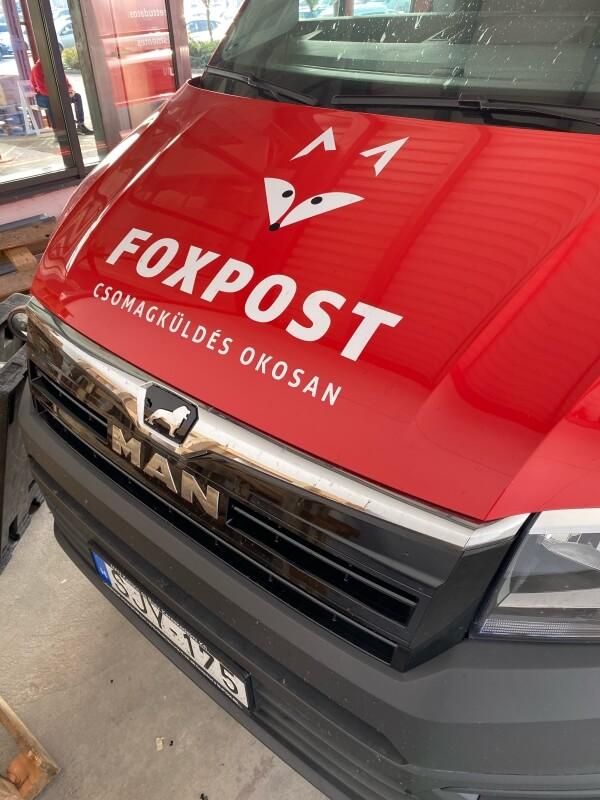 Foxpost futár autók matricázása
