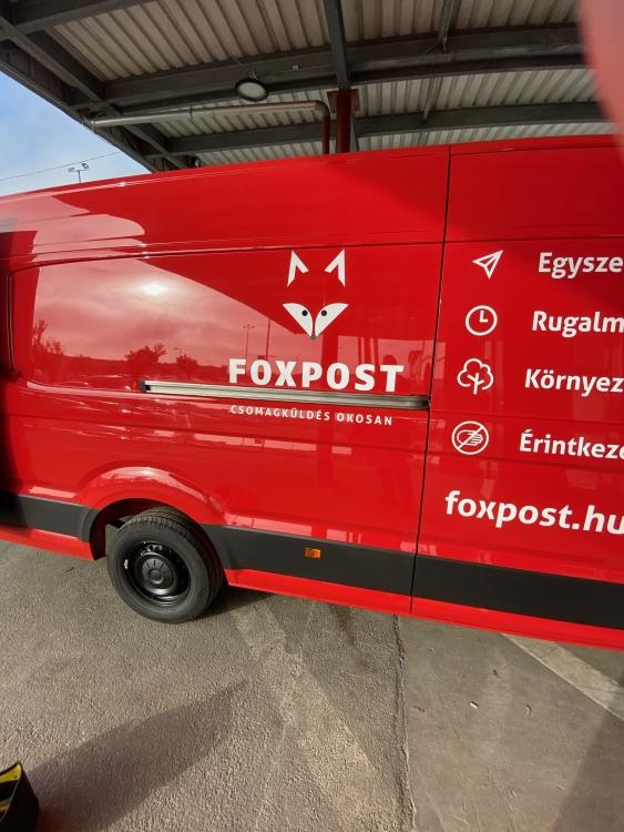 Foxpost teherautók fóliázása