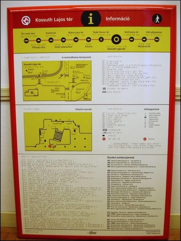 Információs tábla az M2 metró vonalán