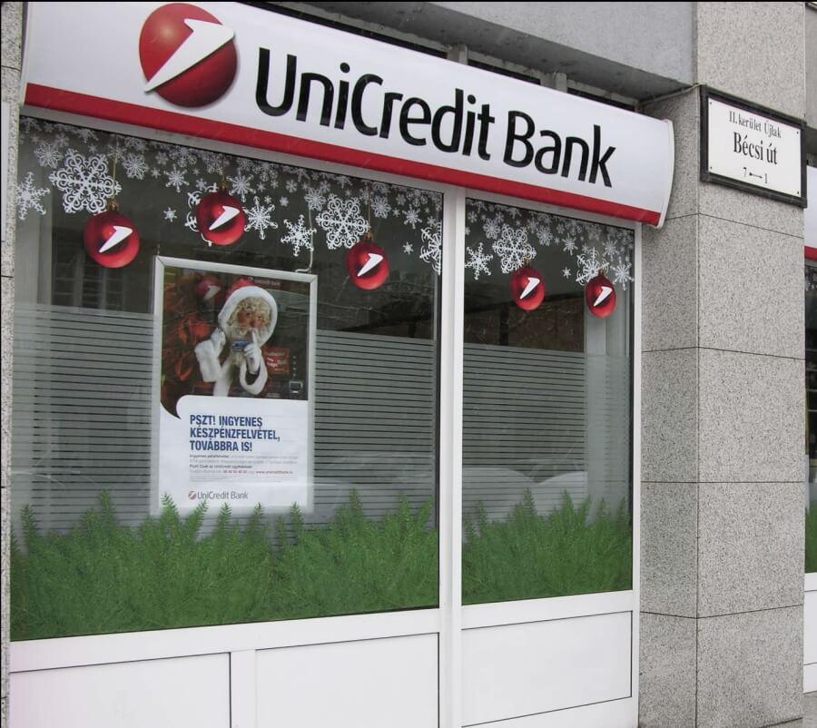 Karácsonyi kirakati dekoráció - Unicredit