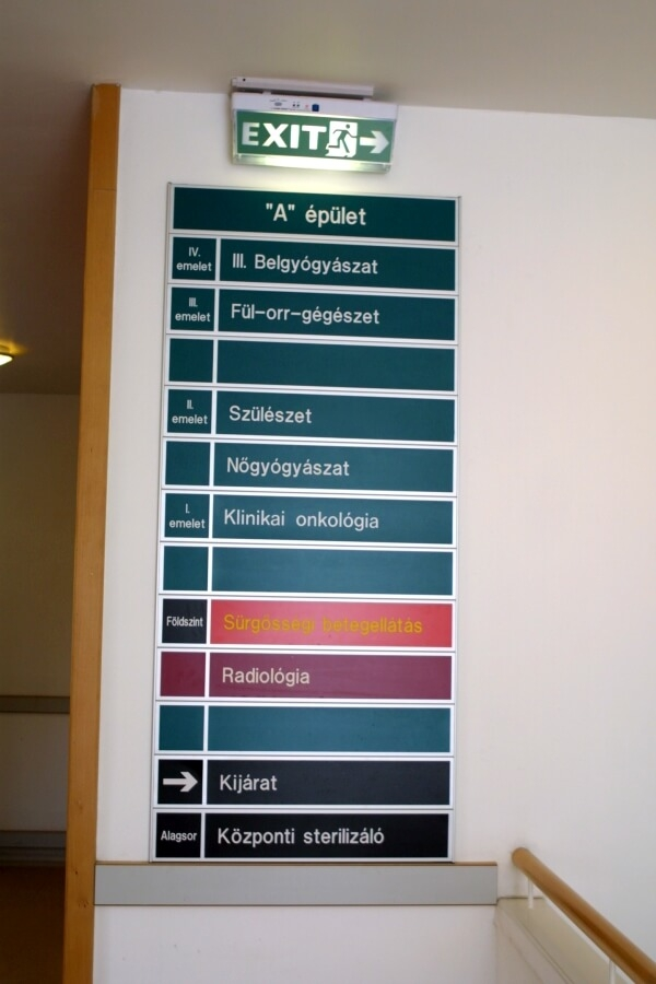 Információs tábla kórházba