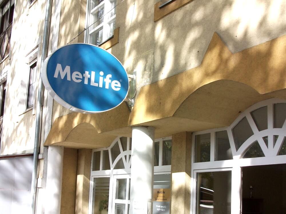Világító cégér - Metlife